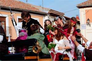 Paseo novios boda temática Las Cuevas del Príncipe de Navalcarnero