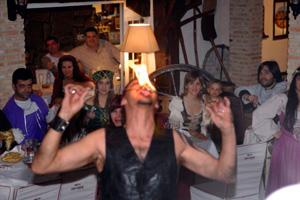 Atracciones de fakir en bodas temáticas de Las Cuevas del Príncipe de Navalcarnero